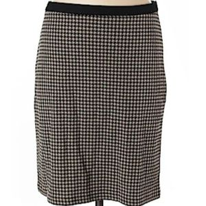 Ann Taylor Tan & Black houndstooth skirt sz 6